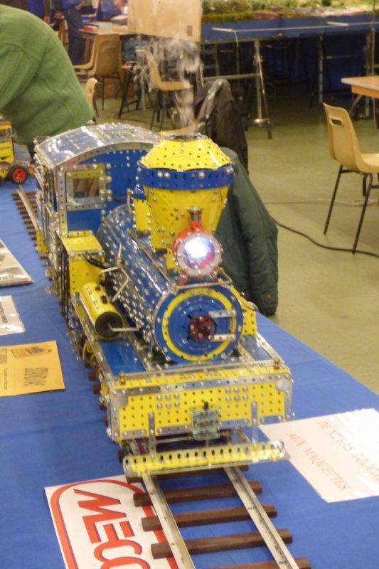 Locomotive en Meccano à l'exposition de trains miniatures d'Orléans de 2016