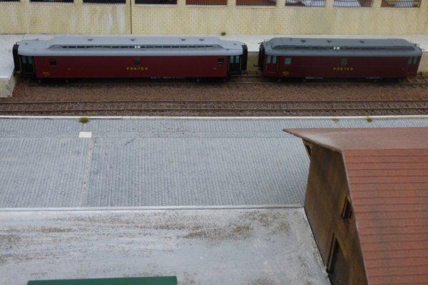 Deux voitures Postales à l'exposition de trains miniatures d'Orléans en 2014