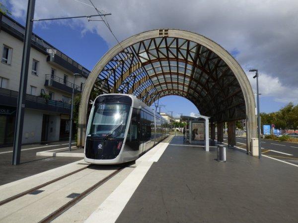 Tram sur Fer de Caen au terminus Ifs Jean Vilar