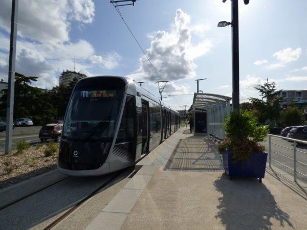 Une rame à la nouvelle station terminus Hérouville Saint-Clair