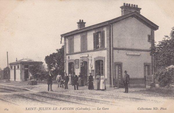 Gare de Saint Julien le Faucon en activité
