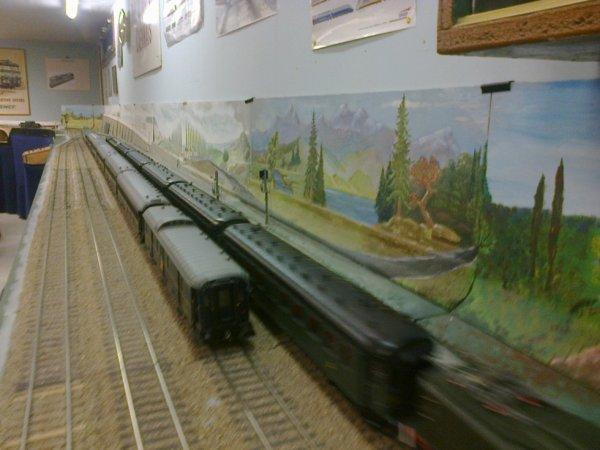 Croisement de deux rames sur le réseau Zéro du Rail Miniature Caennais