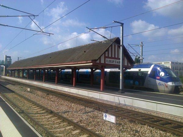 Autorail AGC en gare d'Elbeuf Saint Aubin le 21 juillet 2014