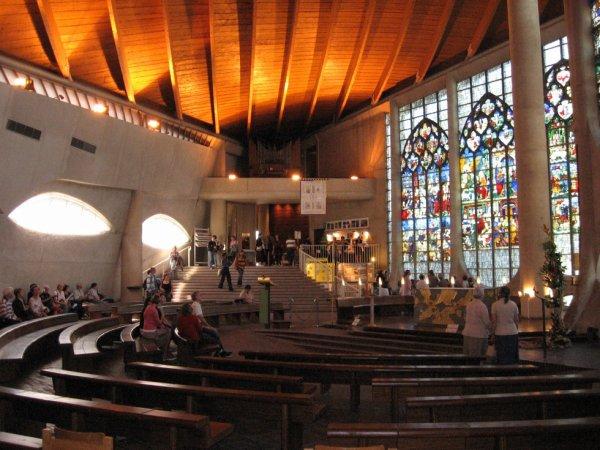 Intérieur de l'Eglise Sainte Jeanne d'Arc de Rouen