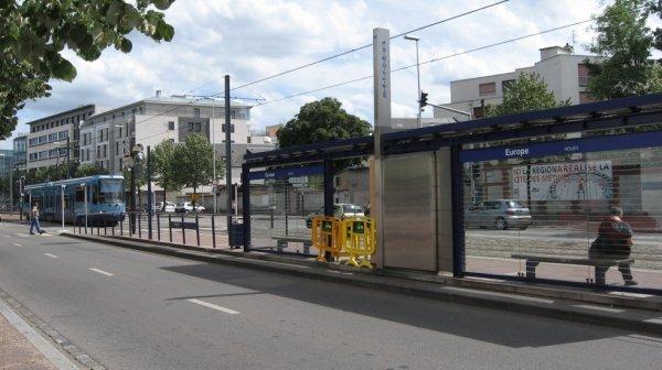 Ancien Tramway TFS de Rouen à l'approche d'une station en surface