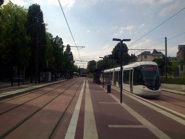 Nouvelle station et nouvelles rames au terminus Boulingrin du métro de Rouen