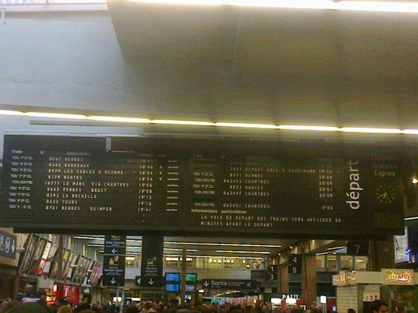 Ancien affichage à plaquettes de la gare Montparnasse