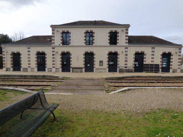 Façade intérieure de la gare de Pacy sur Eure en 2020
