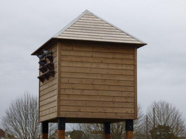 Perchoir à oiseaux en gare de Pacy sur Eure