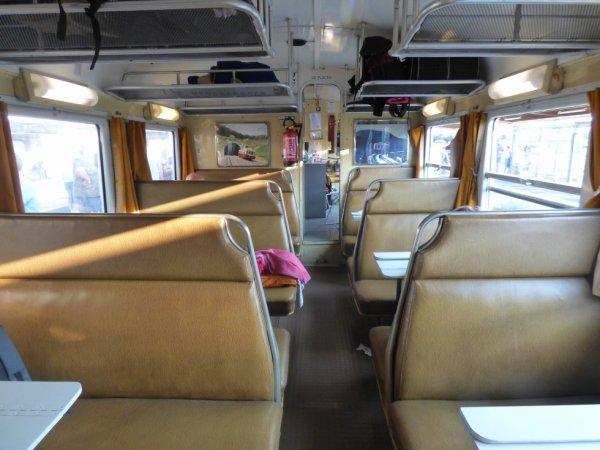 Compartiment voyageurs de l'autorail Picasso X4039