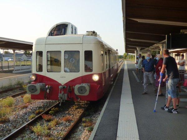 Autorail Picasso X4039 à Argentan sur la voie B le 13/09/2020