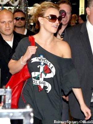 PiX : 27-11 - Britney fait du shopping chez Mayer à Melbourne, Australie