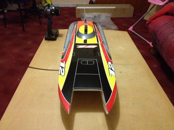 """Nouveau bateau recus ^_^ !!! """"Catamaran Genesis brushless"""" 1m040 de longueur est pouvant tourner sous lipo 12s !!"""
