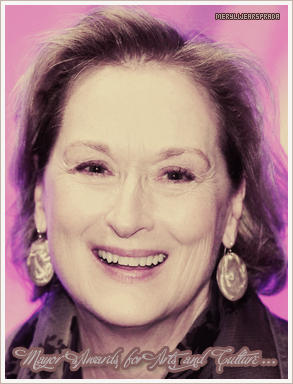 ___________________________________________________________________________________________________    __• • • MerylWEARSprada your one and only source about the incredible Meryl Streep.  _______________________( ♥ )__   __+__N e w `s__||__posté_le_20.11.10 .  ___________________________________________________________ Par Lou'.   ______________________________________________________________________
