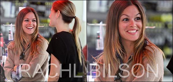 22/09/10 - Rachel et une amie  sont aller acheter quelque équipements photo, à Los - Angeles.