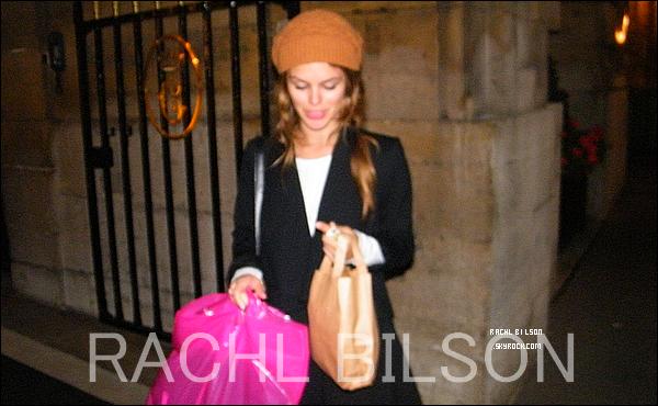 04/10/10 - Rachel a été vue faisant du shopping chez Vanessa Bruno avec une amie.