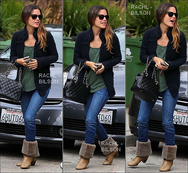 """18/10/10 - Rachel encore et encore ... de sortie, est allé rendre visite à une amie à Los - Angeles.  + Rachel commencera le tournage du new film """"BFF & bébé ensemble"""" à la fin du mois à Los Angeles"""
