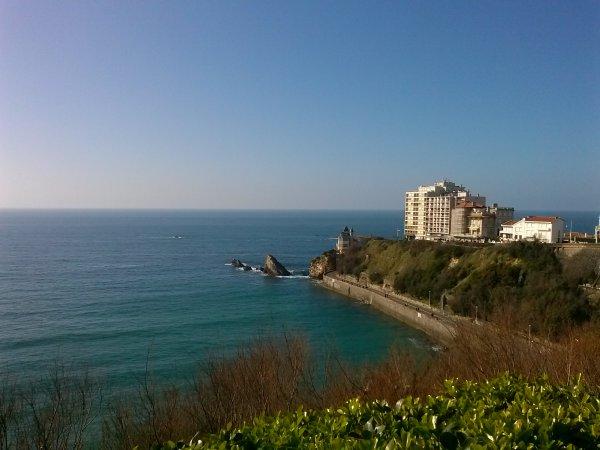 et pour clore cette fin de journée bien ensoleillée. mais fraiche,en fesant. un arrêt. a biarritz