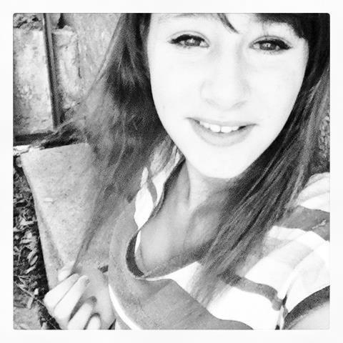 Je ne regrette pas de t'avoir rencontré. Je regrette de t'avoir fait confiance, d'avoir pensé que tu étais différent.