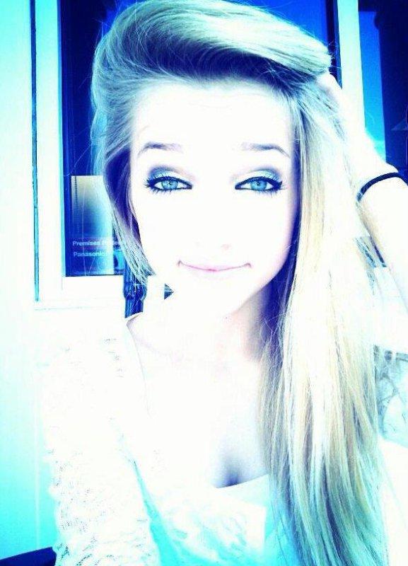 - « Quand je ferme les yeux je te vois pourtant quand je les ouvrent tu n'es pas là ...» ♥.