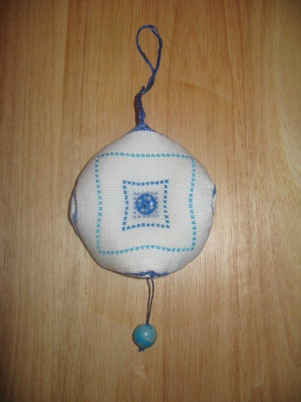 Biscornu bleu
