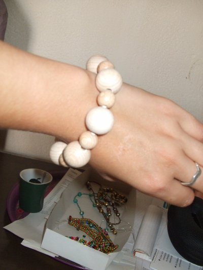 bracelet bois beige    (  V E N D U )