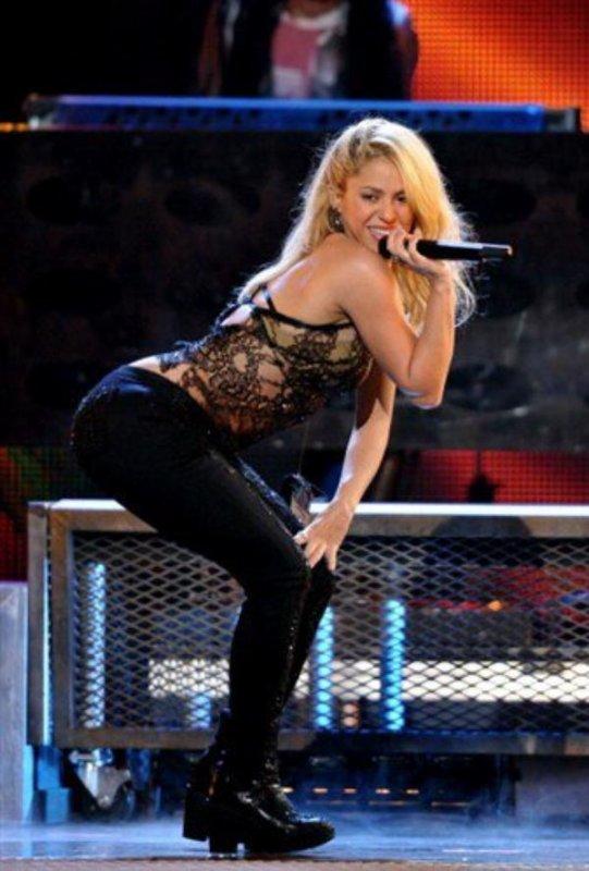 Love Shakira <3 <3 <3 <3