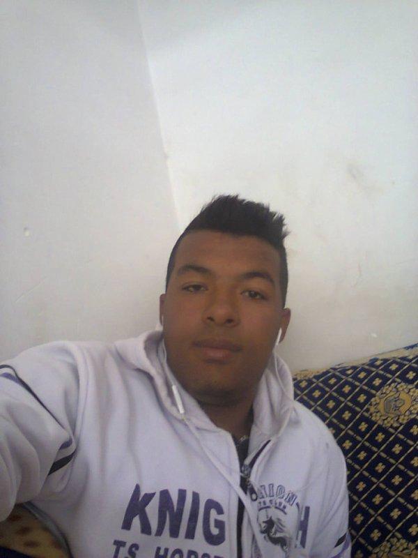 jaiiiiime bien le skybloooog mhiiit dart mano chi des amis ma 3amarni nsahom wakha t9at3at l3ala9a m3a bZzaaaf mnhom