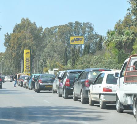 سكان تلمسان في وقفة احتجاجية نحو مقر الولاية يوم23 جوان الحالى على خلفية أزمة الوقود وصمت السلطات المحلية
