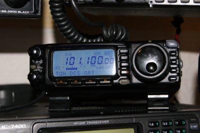non nouveaux yaesu ft 100D tres bon petit mobile hf/vhf/uhf