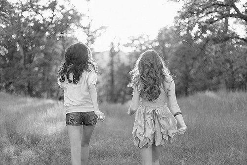 # Tu sais c'est quoi une meilleure amie ? C'est une fille pour qui t'apporte beaucoup plus d'affection qu'a quelqu'un d'autre, c'est une fille qui te comprend, même quand c'est compliquer, c'est une fille qui te soutiendra toujours, c'est une fille qui seras là , jour et nuit à tes côtés, c'est une fille qui vois ta tristesse même quand tu lui dit que tu vas bien, c'est une fille a qui tu confie tout et qui gardera tout pour elle, c'est une fille qui te pardonnera toujours, c'est une fille avec qui en un regard vous vous comprenez, c'est une fille avec qui tu fais des choses que t'aurais jamais osez les faire avec quelqu'un d'autre, c'est une fille extraordinaire, et tu sais quoi ? Moi cette fille je les trouver, oui c'est mon petit bébé, mon amour de ma vie , ma s½ur de c½ur, mon c½ur, ma chérie, mon ange, mon trésor.   ♥