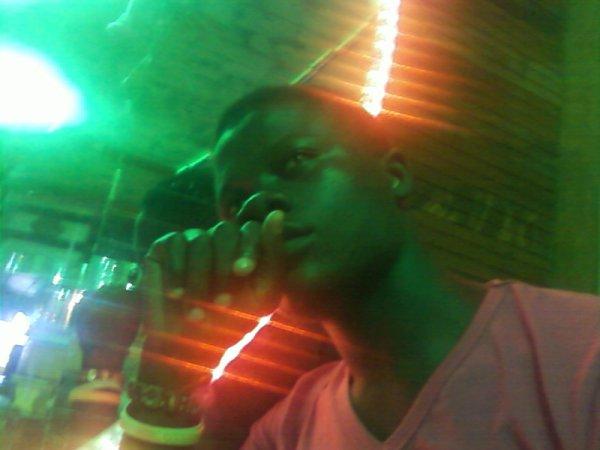 Le regard d'un homme fort !! Moi Olive Cfa le beninois 9 karra de babie au maqui 2002 Avec dj wenx Affaire de point