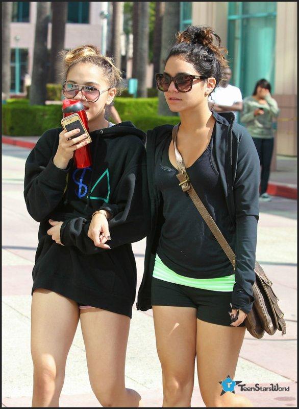"""☑ Vanessa et sa soeur Stella Hudgens allant au """"Fitness Studio"""""""