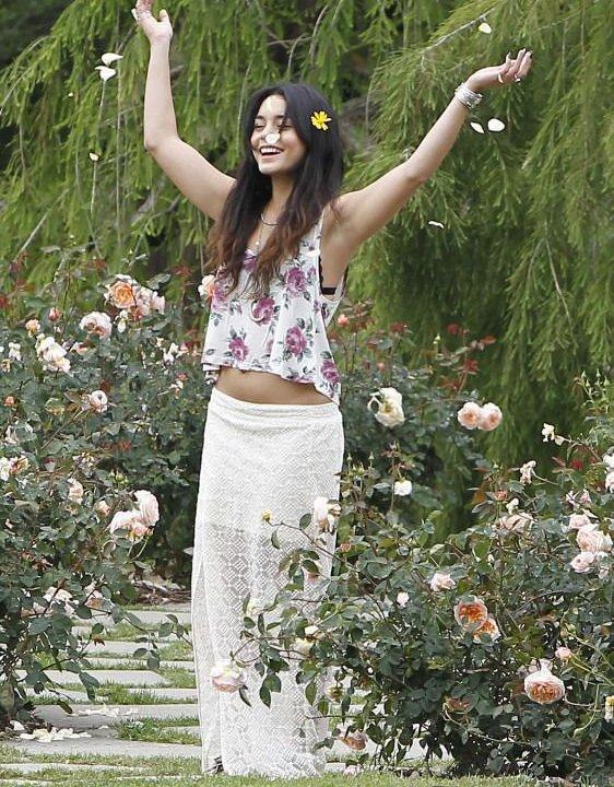 Vanessa Hudgens : Fleur parmi les fleurs pour une virée au parc avec sa moitié