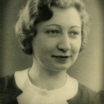 Miep Gies-Santrouschitz