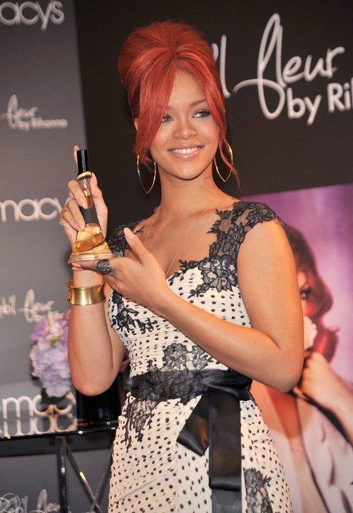 Rihanna , promotion de « Reb'L Fleur » chez Macy's