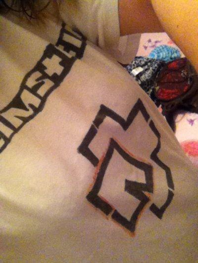 mon t-shirt ramm-stein <3 Ke j'ai fait moi meme xDeii il est beaux nah !!