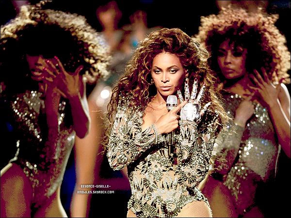 .  Todrick Hall a réalisé le film «Cinderoncé»: un mashup de Beyoncé et Cendrillon.  Todrick Hall a réalisé un mashup du conte de fée, Cendrillon, et le film entier est accompagné des plus grands succès de la star.  .