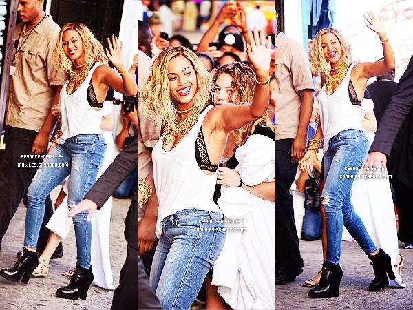 .  29/08/13 : Beyoncé a été vue sur le tournage de son nouveau clip ''XO'' à Brooklyn !   La belle a choisie le parc d'attraction Cyclone Coney Island pour tourner son clip. Elle était sublime! Côté tenue: top, bof ou flop?  .