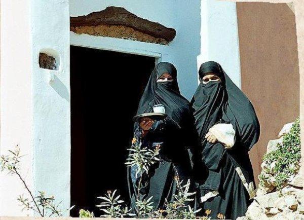 Femmes portant le amelhaf