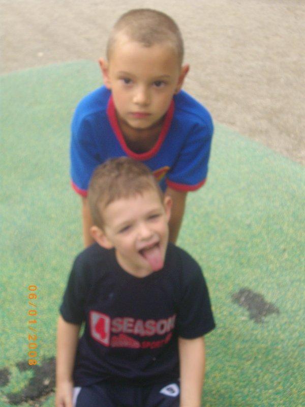 Kylian et son tonton Louis au parc !!!!