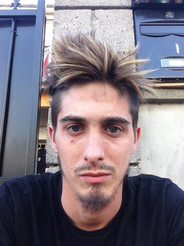 Casquette + chaleur + transpi = coiffure à la rache mdr