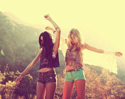 L'amour est le poison de la vie, l'amitié est son remède