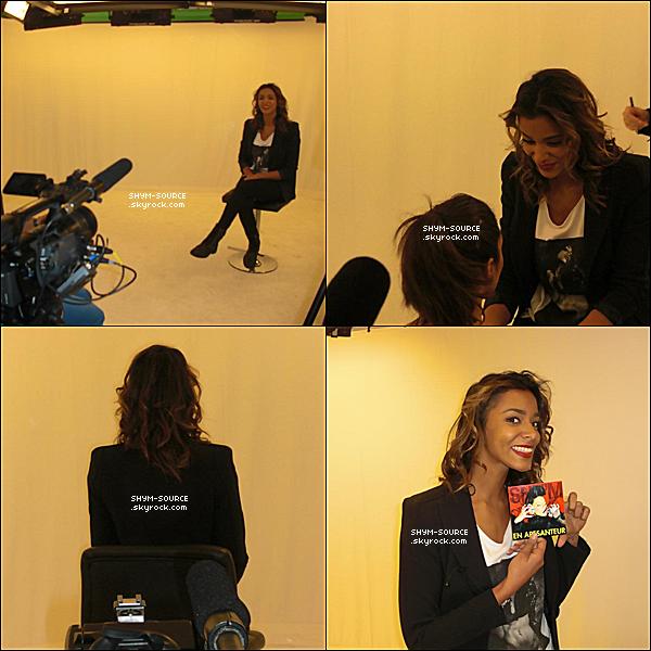 - 09 / 02 / 12 : S'M c'est rendue au studio d'interview de Absolument Stars , cette interview  sera bientôt transmis sur la chaîne M6 .  -