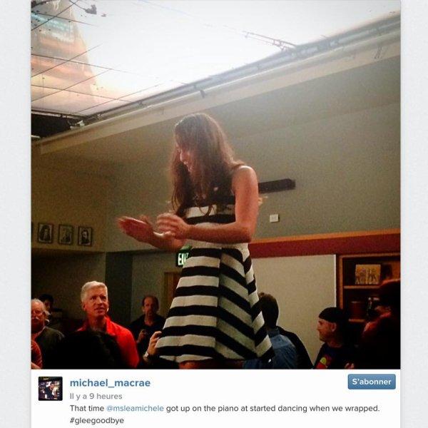 Lea qui danse sur le piano sur le set de Glee lors du dernier jour de tournage :) lol
