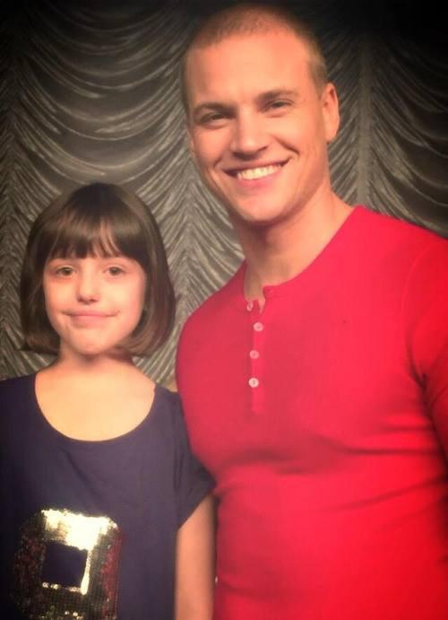 Kevin avec ses neveux sur le tournage du 6x13 :)