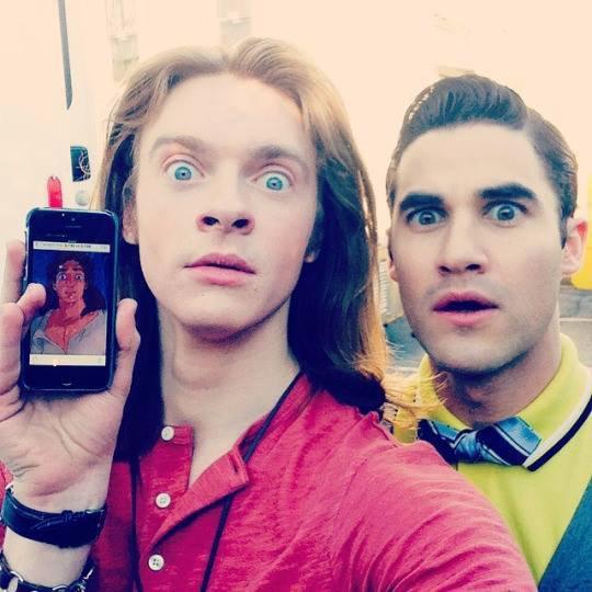 Darren avec Finneas O'Connell sur le set :)