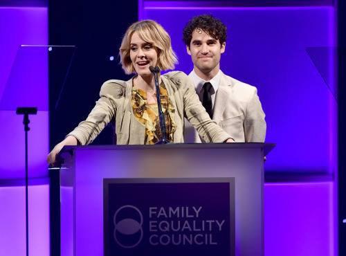 Hier soir à eu lieu The Family Equality Council's LA Awards dinner avec la présence de Chord, Darren, Harry, Alex, Ryan, Lea, Becca, Jenna et Dot :) Partie 2 :)