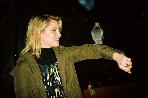 Diana et son ami le pigeon lol à Paris
