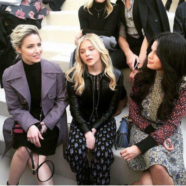 Dianna au défilé Louis Vuitton accompagné de Selena Gomez et Chloe Moretz ce matin :)